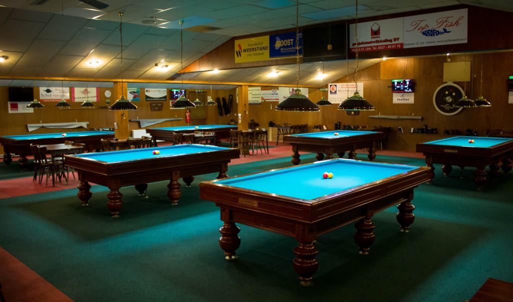 Biljarts van HGL: 4 kleine tafels en 2 grote matchtafels